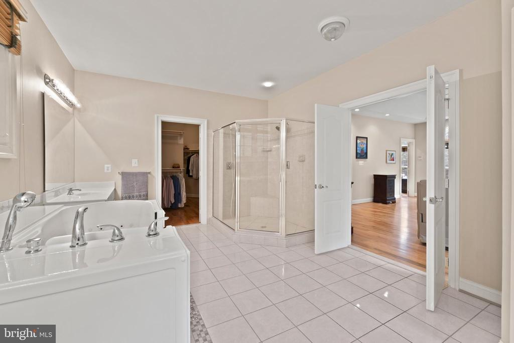 SHOWER WITH DUAL HEADS - 108 HIGH RIDGE DR, STAFFORD
