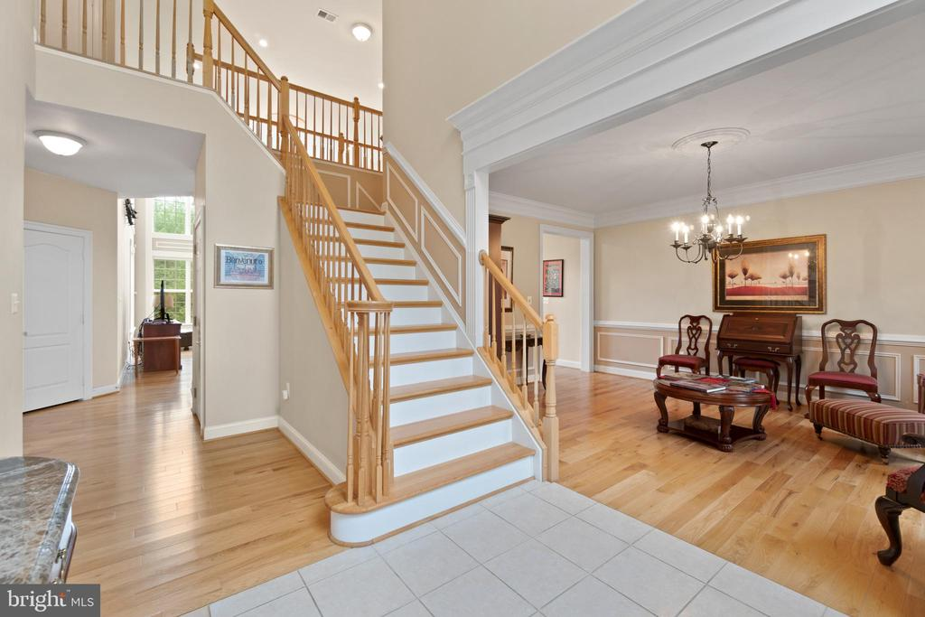 TWO STORY FOYER / WOOD FLOORS - 108 HIGH RIDGE DR, STAFFORD