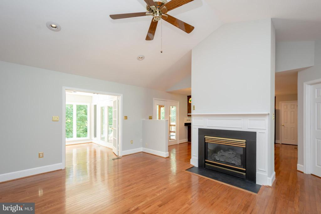 LR graced by Vaulted Ceilings & Recessed Lights - 12984 PINTAIL RD, WOODBRIDGE