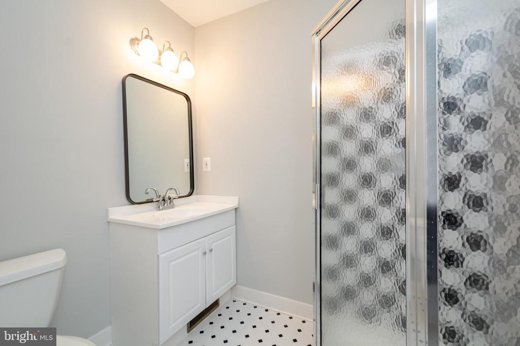 Extra Wing comes complete with glamorous Full Bath - 12984 PINTAIL RD, WOODBRIDGE