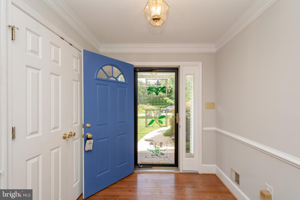 Entry includes stunning Cherry Hardwoods - 12984 PINTAIL RD, WOODBRIDGE