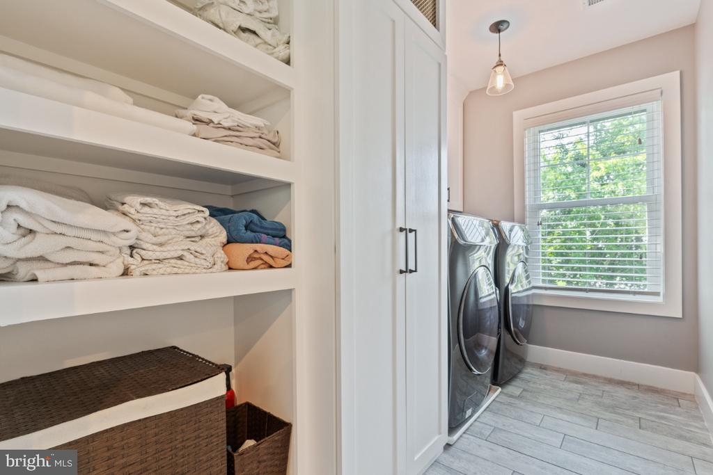 Upper Level Laundry Room - 132 W VIRGINIA AVE, HAMILTON