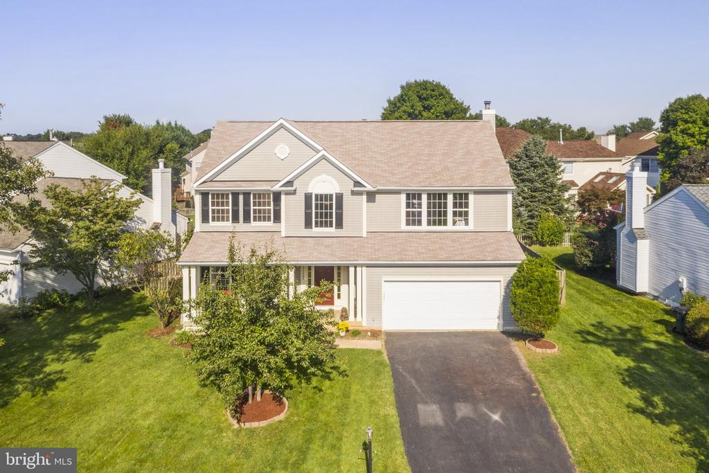 The house is convenient!Walking to shopping center - 20887 CHIPPOAKS FOREST CIR, STERLING