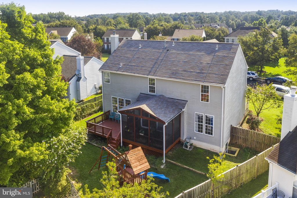 The roof was changed recently! Fenced backyard! - 20887 CHIPPOAKS FOREST CIR, STERLING