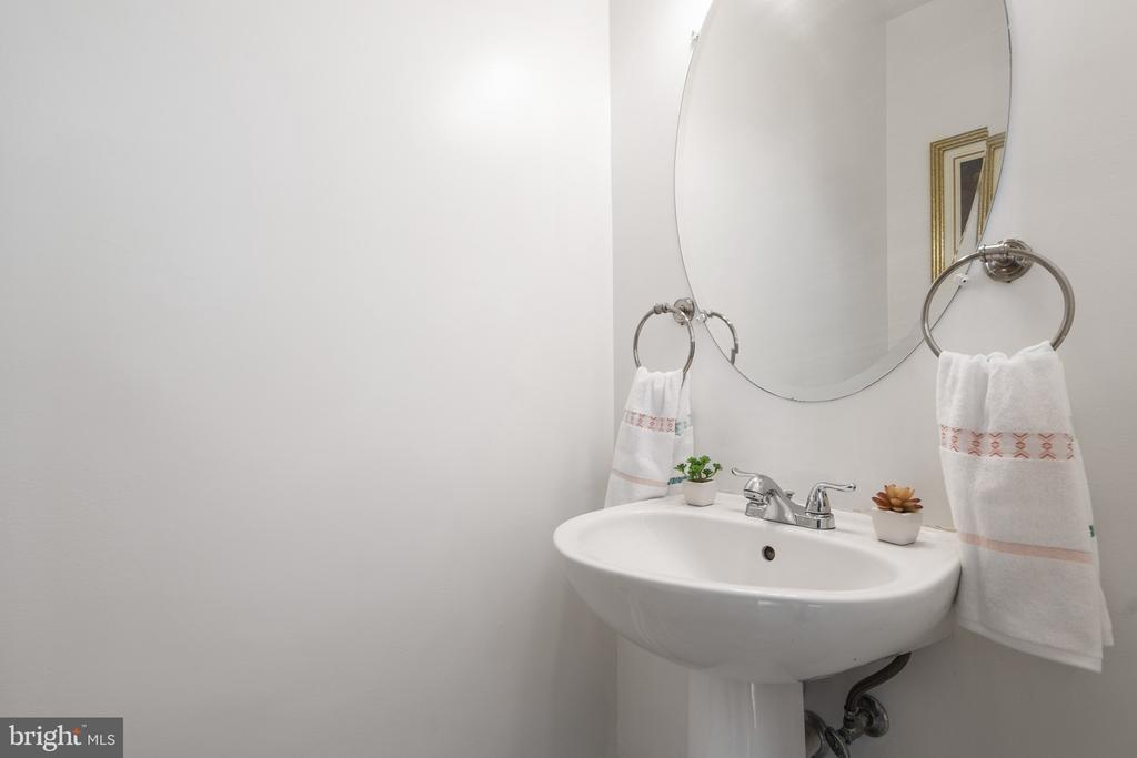 The whole house were freshly painted, Powder room! - 20887 CHIPPOAKS FOREST CIR, STERLING