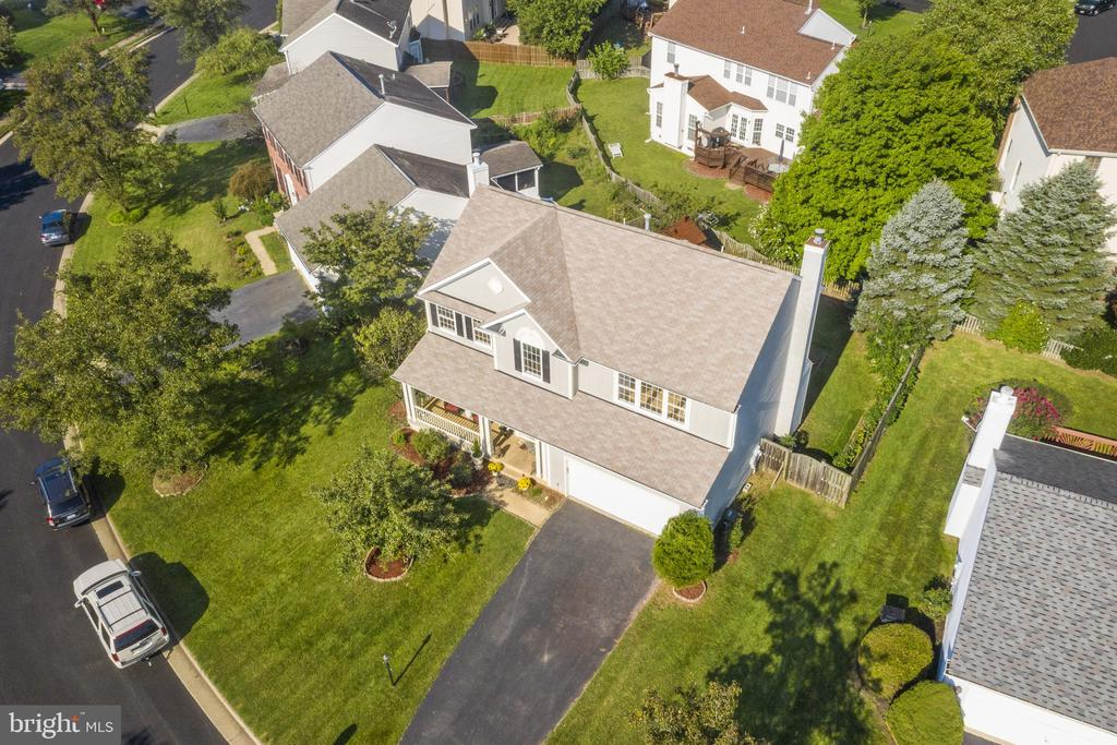 Owner raised family here and it's great home - 20887 CHIPPOAKS FOREST CIR, STERLING