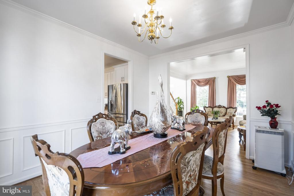 Formal Dining room next to Kitchen - 20887 CHIPPOAKS FOREST CIR, STERLING