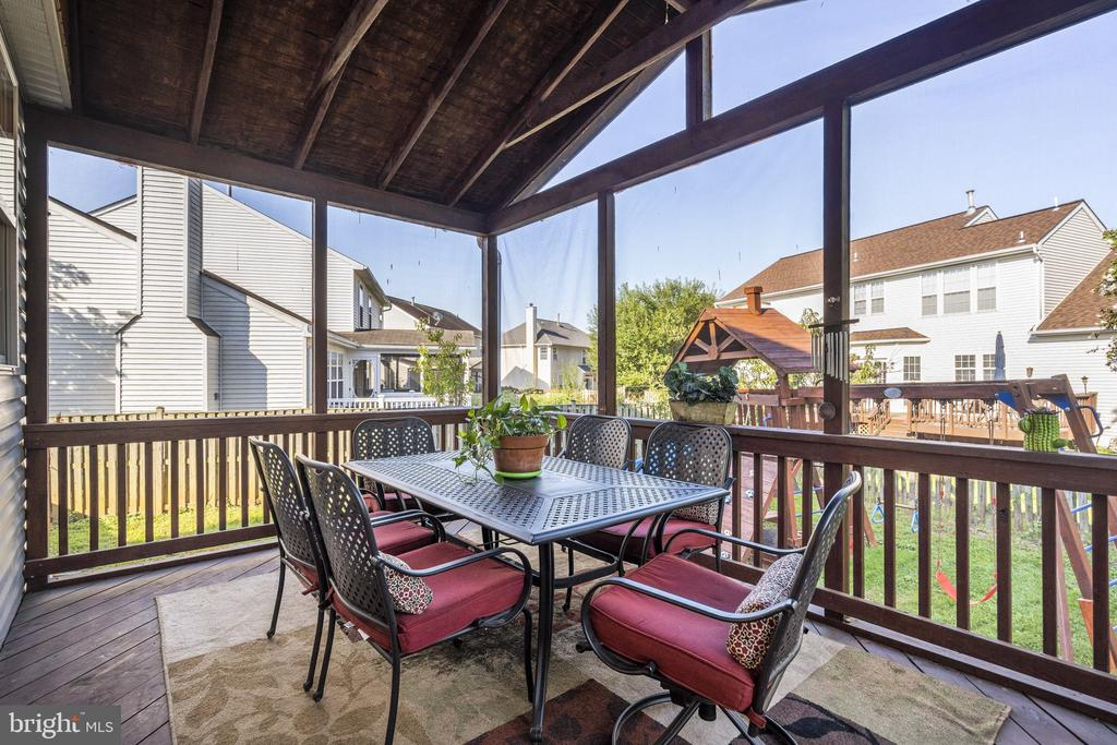 The screen porch with overlook of the playgrand - 20887 CHIPPOAKS FOREST CIR, STERLING
