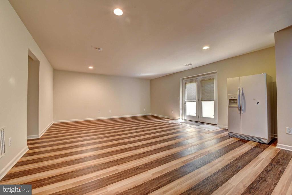 Basement Vinyl Floor (Brand New) - 42340 ABNEY WOOD DR, CHANTILLY