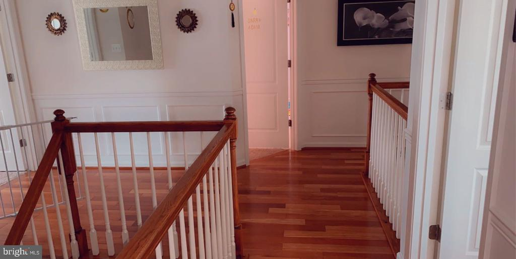 Stair Landing, Upper Level - 42340 ABNEY WOOD DR, CHANTILLY