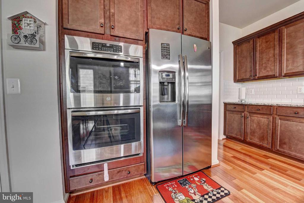 Double Wall Oven - 42340 ABNEY WOOD DR, CHANTILLY
