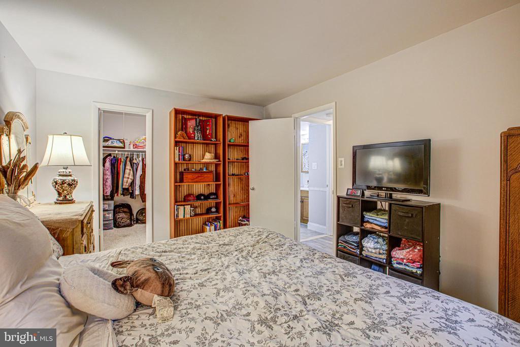 Main Bedroom with door to Bath - 10340 REIN COMMONS CT #D, BURKE