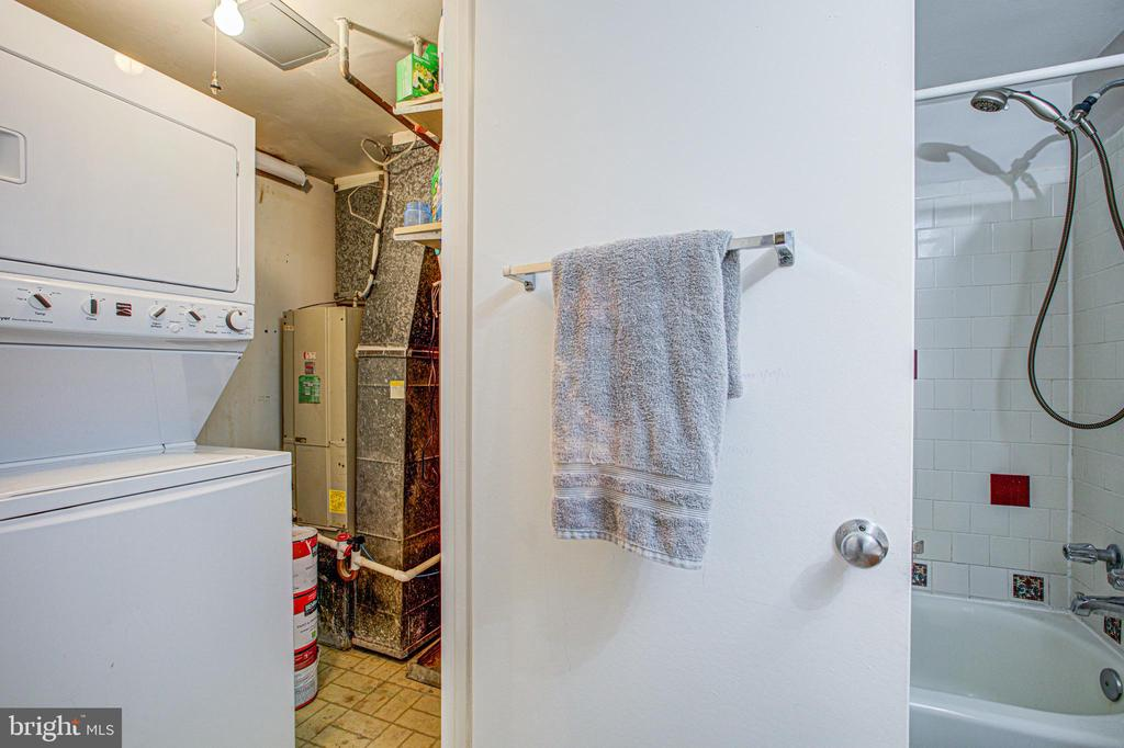 Washer and Dryer in unit - 10340 REIN COMMONS CT #D, BURKE