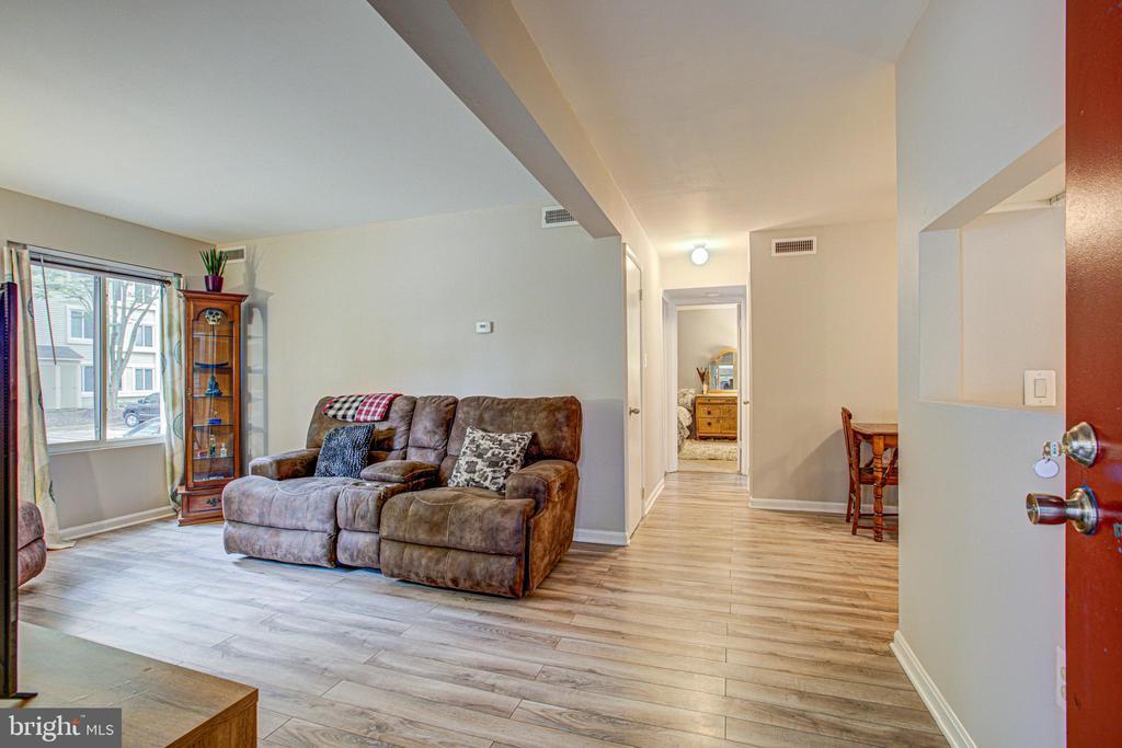 living room - 10340 REIN COMMONS CT #D, BURKE