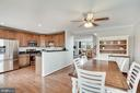 Kitchen and eating area - 18504 PINEVIEW SQ, LEESBURG