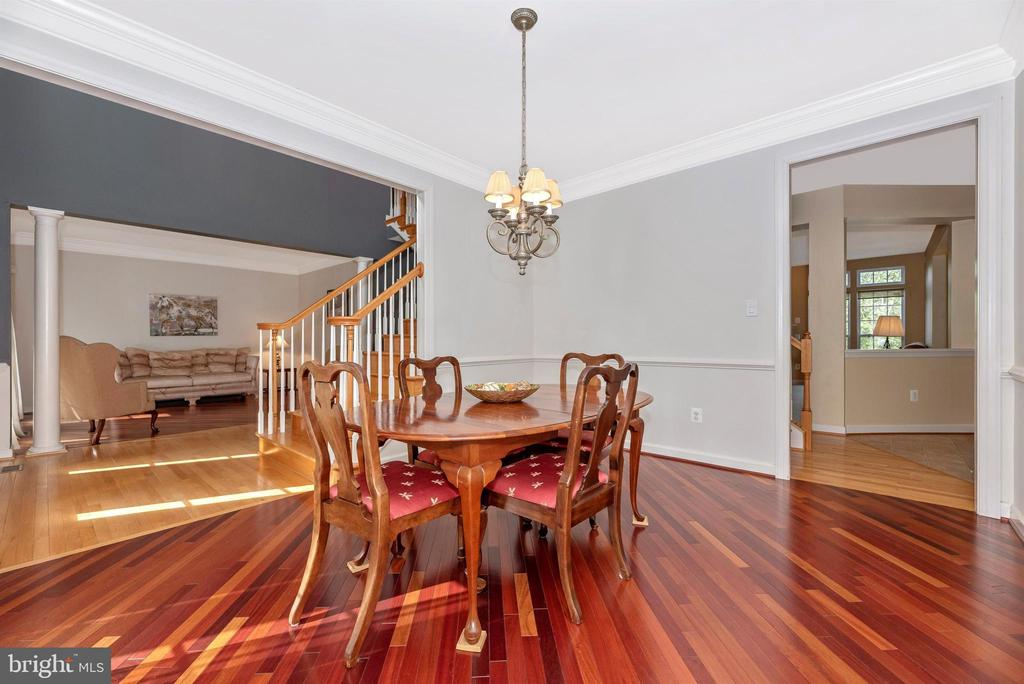 Dining Room with Chair Rail and Cherry Hardwoods - 406 GLENBROOK DR, MIDDLETOWN