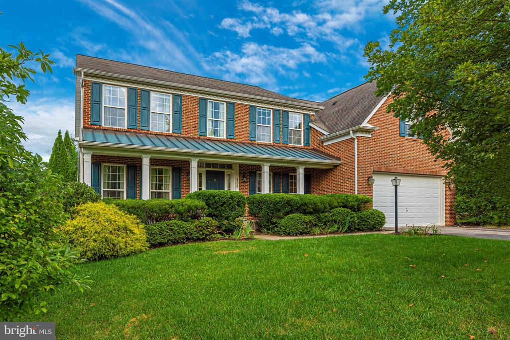 Brick Front Colonial with Long Porch - 406 GLENBROOK DR, MIDDLETOWN