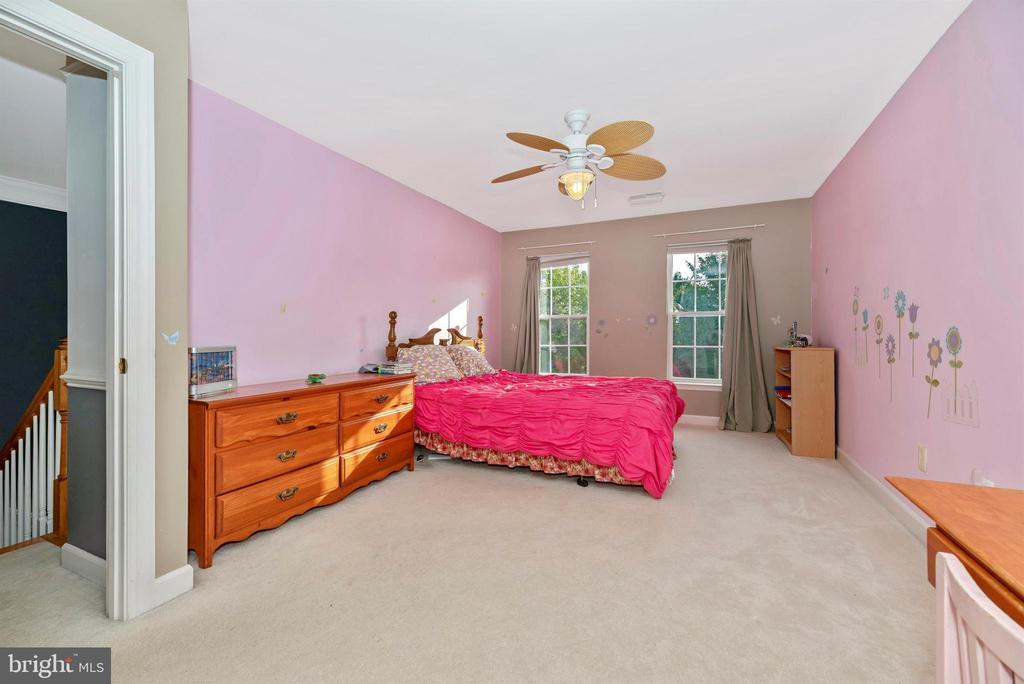 Bedroom 4 is spacious with a walk-in closet! - 406 GLENBROOK DR, MIDDLETOWN