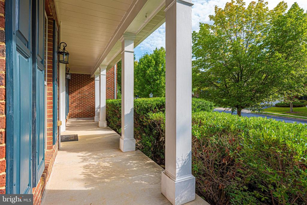 What a front porch! - 406 GLENBROOK DR, MIDDLETOWN