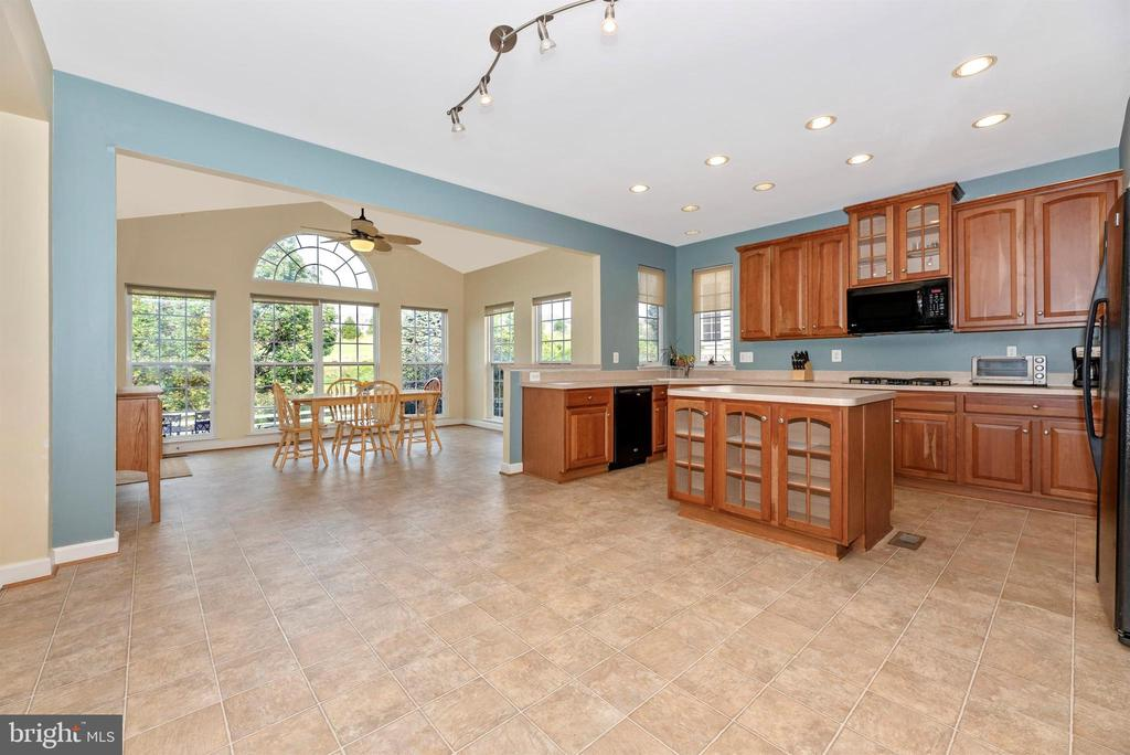Breakfast Room Bump Out - 406 GLENBROOK DR, MIDDLETOWN