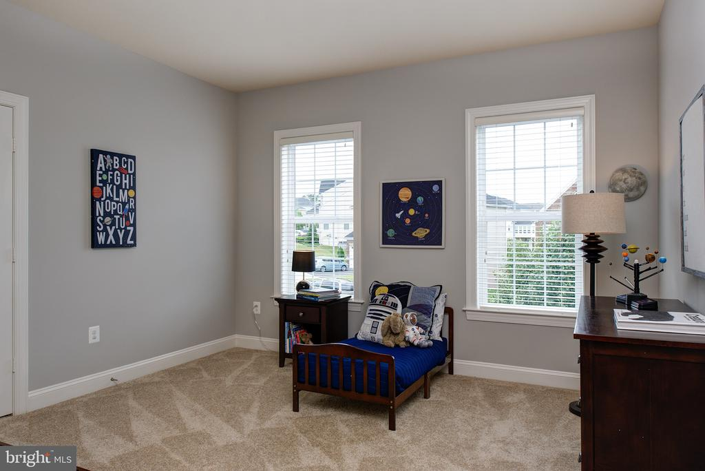 Spacious secondary bedrooms! - 21144 WALKLEY HILL PL, ASHBURN