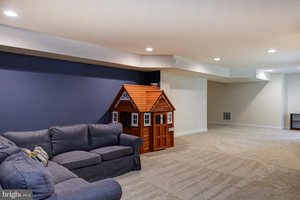 Lots of space to roam! - 21144 WALKLEY HILL PL, ASHBURN
