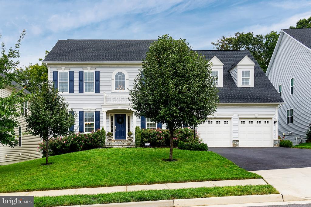 The garages are large enough to use for 2 cars - 21144 WALKLEY HILL PL, ASHBURN
