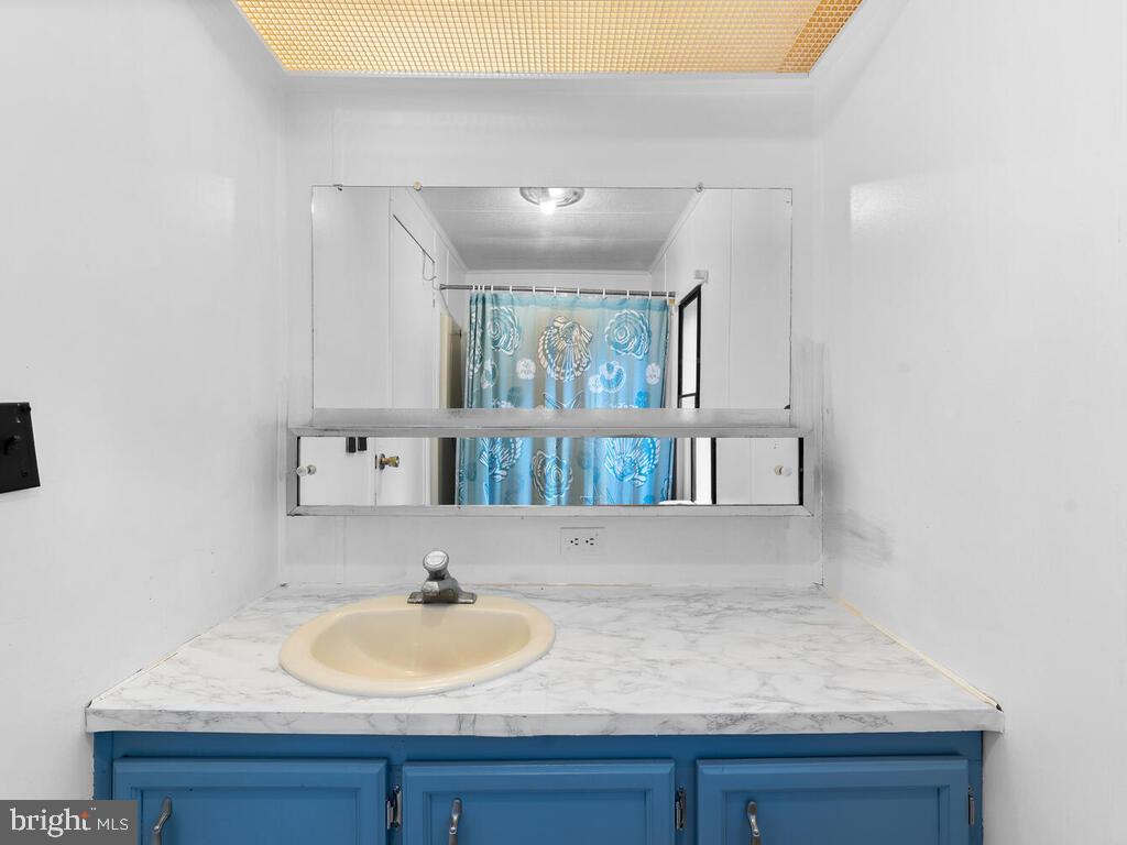 Bathroom - 7805 W HILL RD, MOUNT AIRY