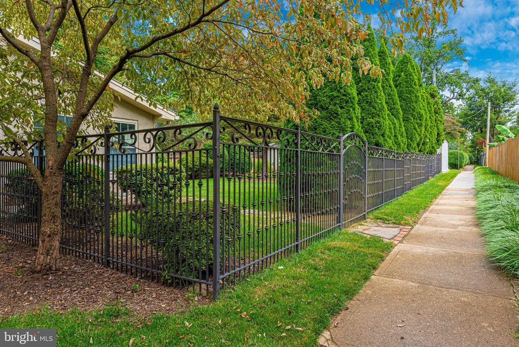 Exterior Rear Fence - 316 W COLLEGE TER, FREDERICK