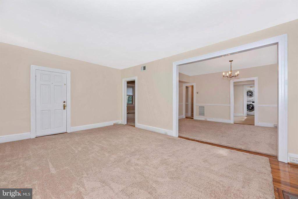 2nd Floor Apartment-Living Room - 316 W COLLEGE TER, FREDERICK