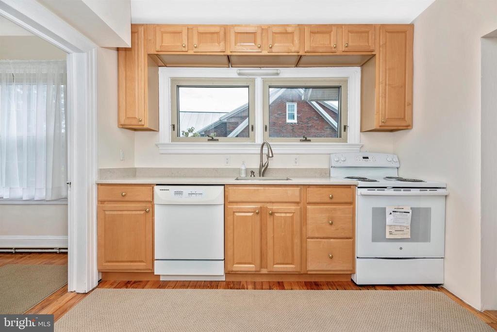 2nd Floor Apartment-Kitchen - 316 W COLLEGE TER, FREDERICK