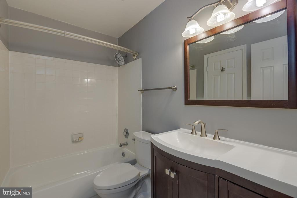 Main Bath - 7502 ASHBY LN #K, ALEXANDRIA