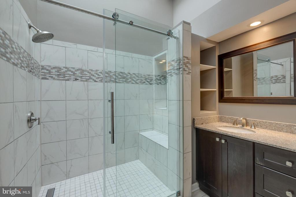 Custom master bath shower - 7502 ASHBY LN #K, ALEXANDRIA