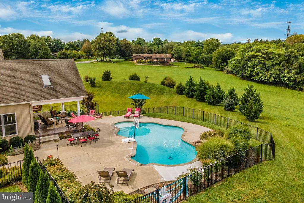 Pool and Patio Side - 2635 QUEBEC SCHOOL RD, MIDDLETOWN