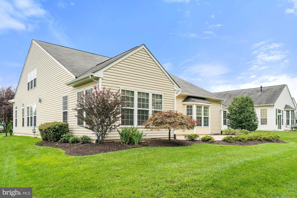 Professionally landscaped - 3959 GREAT HARVEST CT, DUMFRIES
