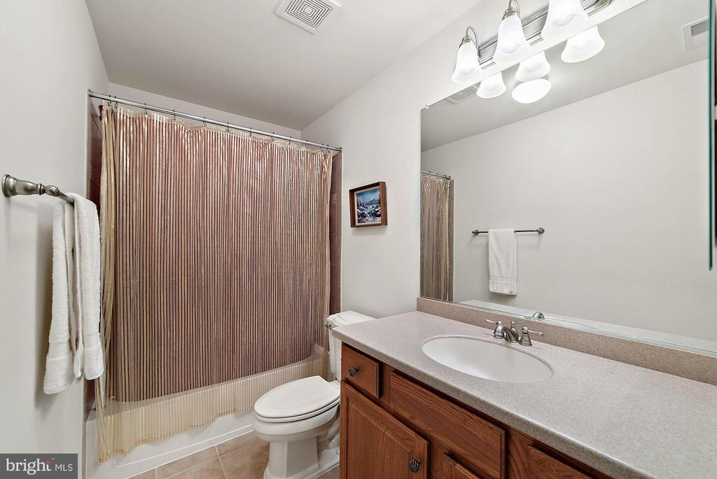 Loft full bath - 3959 GREAT HARVEST CT, DUMFRIES