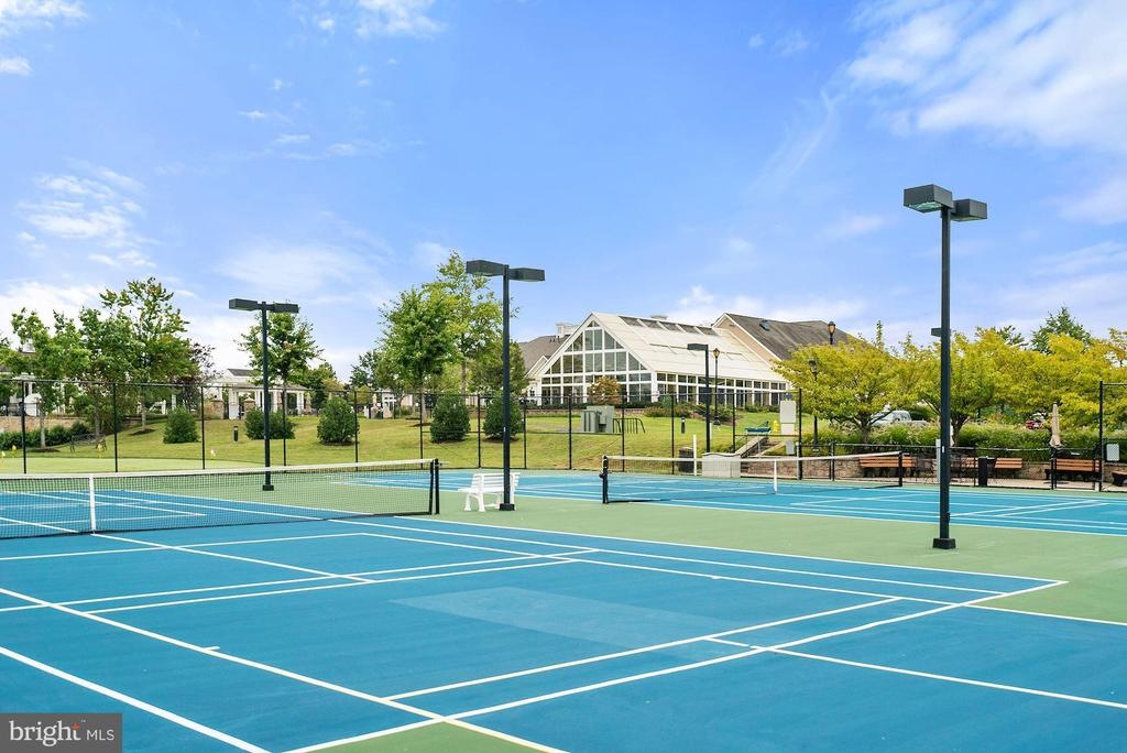 Tennis anyone? - 3959 GREAT HARVEST CT, DUMFRIES