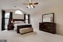 Spacious master bedroom - 802 SE TINA DR SE, LEESBURG