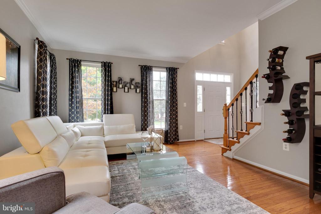 Formal living room - 802 SE TINA DR SE, LEESBURG