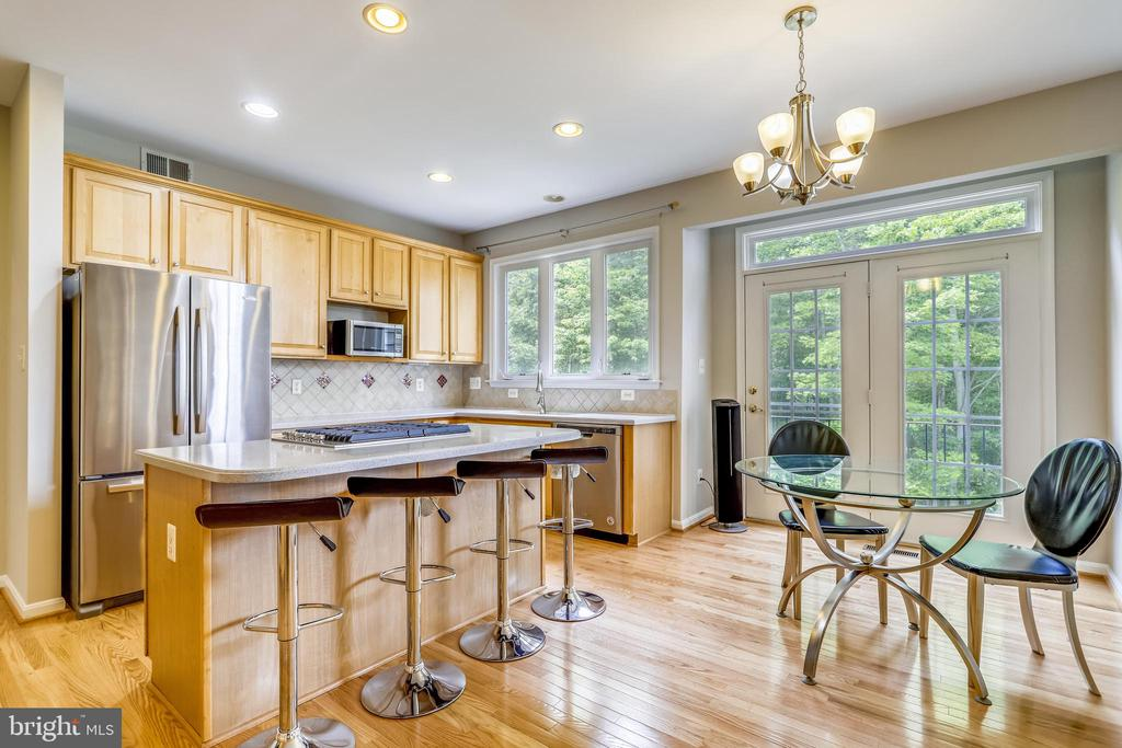 Kitchen with newly installed hardwood floors - 7132 AYERS MEADOW LN, SPRINGFIELD