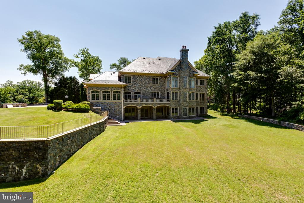 Palatial Grounds - 6822 GEORGETOWN PIKE, MCLEAN