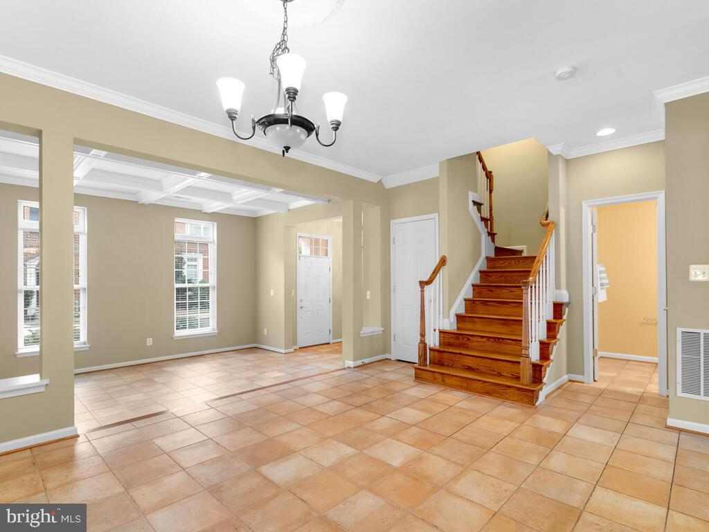 Hardwood Staircase - 22950 FANSHAW SQ, BRAMBLETON