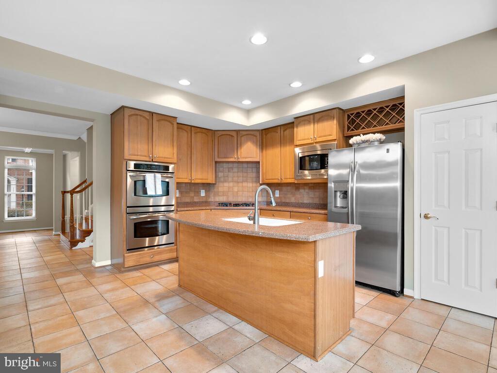 Gourmet Kitchen - 22950 FANSHAW SQ, BRAMBLETON