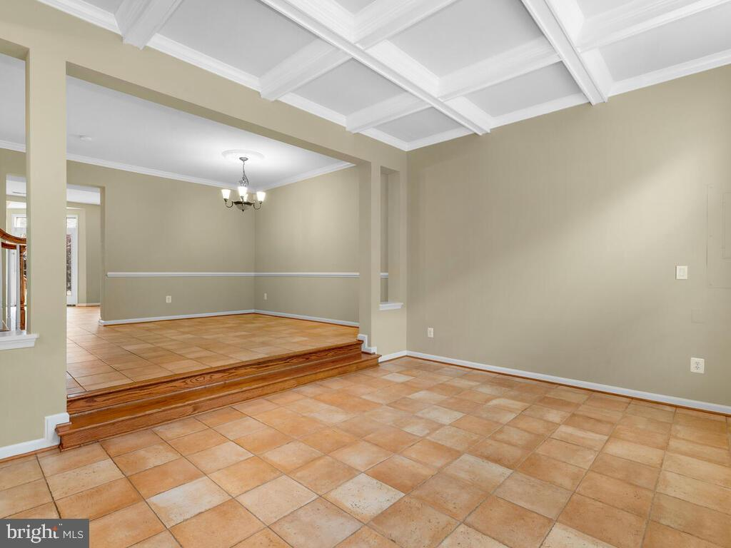 Living room leading to Dining Room - 22950 FANSHAW SQ, BRAMBLETON