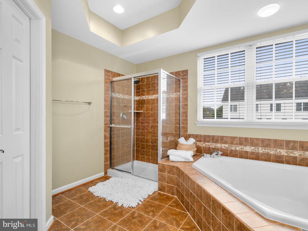 Luxurious Owner's Bathroom - 22950 FANSHAW SQ, BRAMBLETON