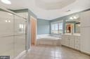 Master bath with separate shower and soaking tub - 22340 ESSEX VIEW DR, GAITHERSBURG