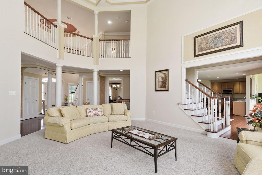 Overlook into family room - 22340 ESSEX VIEW DR, GAITHERSBURG