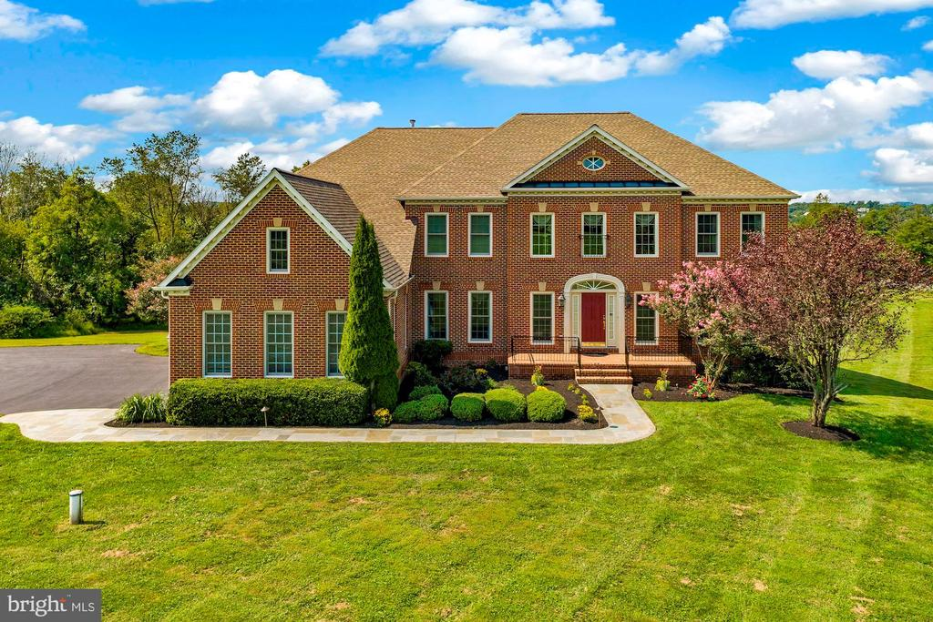 Welcome home to 22340 Essex View Drive! - 22340 ESSEX VIEW DR, GAITHERSBURG