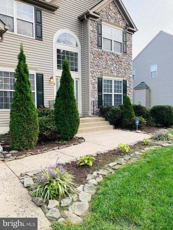 Traditional Home - Entry Path - 8 BASKET CT, STAFFORD