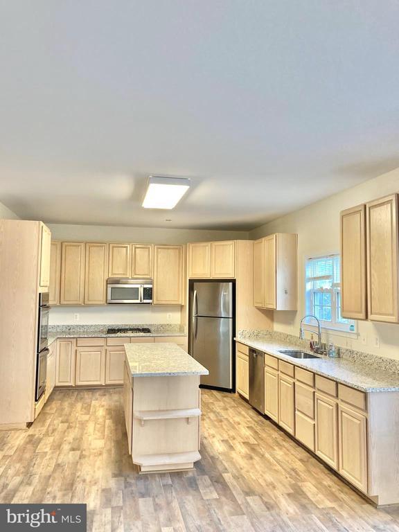 Chef Kitchen - 8 BASKET CT, STAFFORD